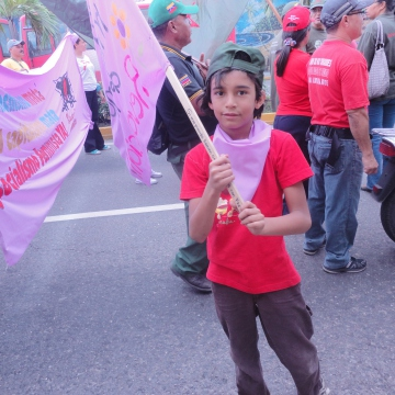 "One of the younger marchers with the ""Feminist Spider"" organisation (Rachael Boothroyd/Venezuelanalysis)"