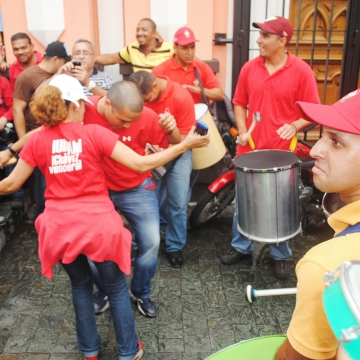 Celebrating Venezuelan-style with tambor (Rachael Boothroyd/Venezuelanalysis)