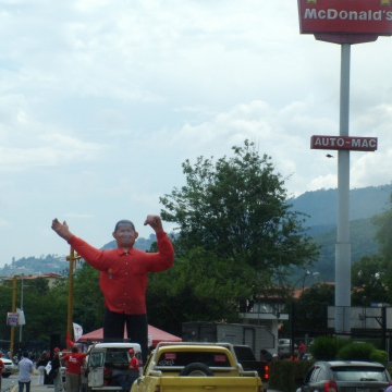 A PSUV campaigning stall in Merida city, with a daily presence of around 20 to 50 psuv members, loud Chavez campaign music, and activists handing out flyers, stickers, and the national plan to the traffic passing by (Tamara Pearson / Venezuelanalysis.com)