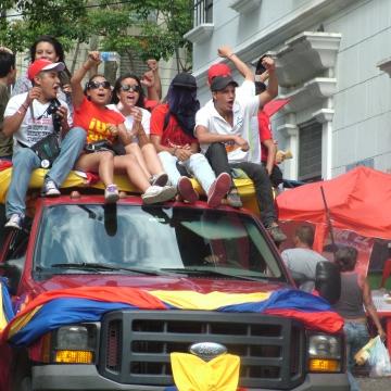 A huge caravana (car parade) a few weeks ago in Merida city (Tamara Pearson / Venezuelanalysis.com)