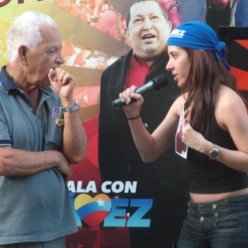 """A """"revolutionary"""" quiz show and hip hop in central Caracas which was also being broadcast live (Tamara Pearson / Venezuelanalysis.com)"""