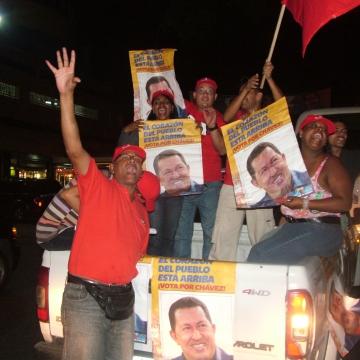 "A late night ""caravana"" (car parade) in support of Chavez in the Ciudad Universitaria community of Caracas (Tamara Pearson / Venezuelanalysis.com)"