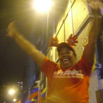 A women jumps with joy outside Miraflores presidential palace (Tamara Pearson / Venezuelanalysis.com).