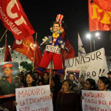 Venezuelans living in Lima rallying in support of Maduro. (AAP)
