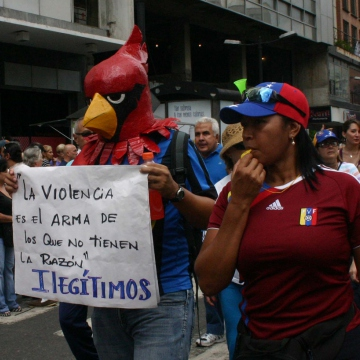 "Opposition in Caracas, ""Violence is the weapon of those who aren't right - illegitimates"" (Newsflash)"
