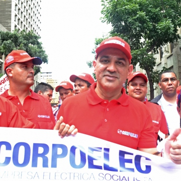 Energy minister Jesse Chacon in Caracas with electricity workers (Vanessa Navas / Noticias 24)
