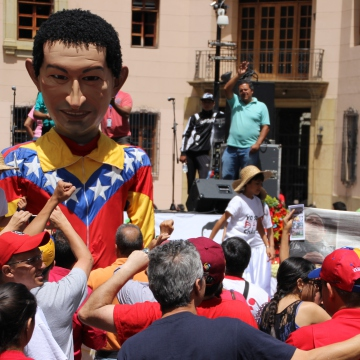 A large puppet of Chavez moved amongst the crowd. (Ryan Mallett-Outtrim/Venezuelanalysis)