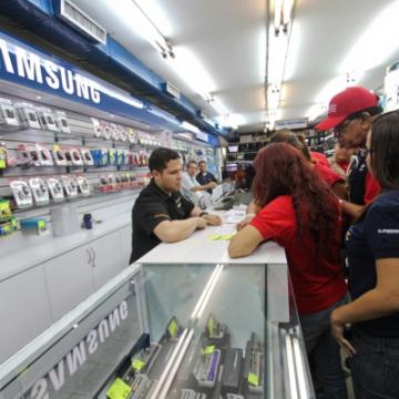 Indepabis inspecting Pablo Electronica in La Candelaria, Caracas (Correo del Orinoco)