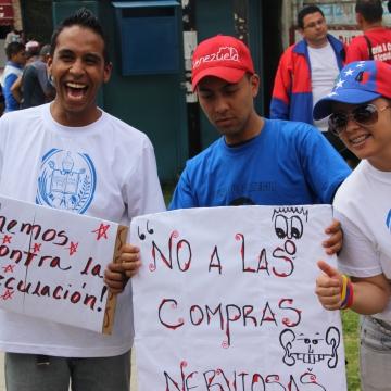 """""""No to nervous purchases"""" (Ryan Mallett-Outtrim/Venezuelanalysis)"""