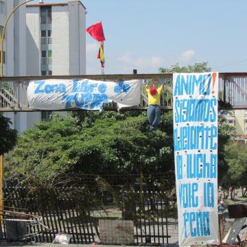 Album cover: a barricade in Mérida