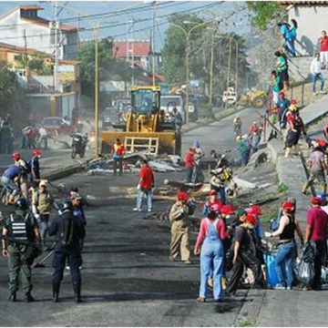 On 7 March, a cleanup operation was launched on the Los Proceres Avenue in Mérida by the National Guard and civilians, mainly government supporters. Opinion polls and testimonies from local residents suggest that support for the barricades, which only enjoyed minority support in the first place, waned as a number of violent acts were committed by barricade militants and the presence of barricades made people's everyday lives difficult, whatever their political affiliation.  (@notireporteros)