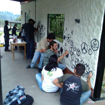 The pro-revolution MUSEC youth group from the University of the Andes (ULA), repainting a bus station. The ULA is known for being a hotbed of opposition activism. (MUSEC)