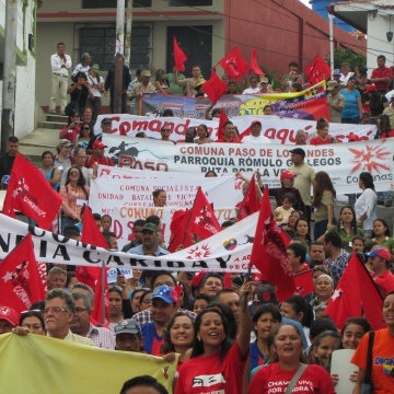 The weekend meeting was held in the small town of Mesa Bolivar, situated on a plateau in the foothills of the Venezuelan Andes. The first activity on Saturday morning was a march through the town followed by a general assembly in the town centre. Commune members displayed banners representing their individual commune, as well as political slogans and banners belonging to the National Commune Network.