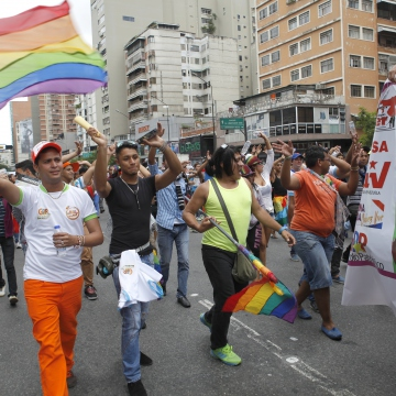 LGBTQ marchers show their support for Nicolas Maduro (SIBCI)