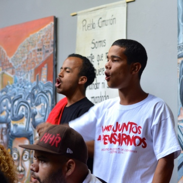 As well as political debate, the event encourages spontaneous cultural creation, such as this rap performance. (Photo: teleSUR)