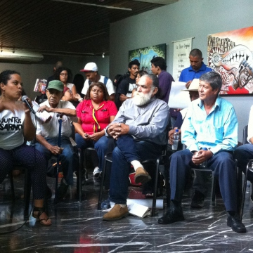 People discussing and debating at the philosophical summit of the poor in Caracas (Cory Fischer-Hoffman, Venezuelanalysis)