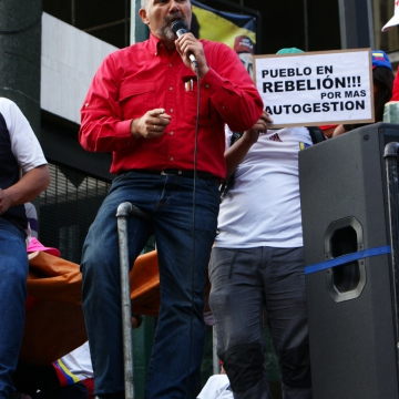 Legislator for the PSUV (United Socialist Party of Venezuela) and former Housing Minister, Ricardo Molina, addresses the rally  (Jonas Holldack - Venezuelanalysis)