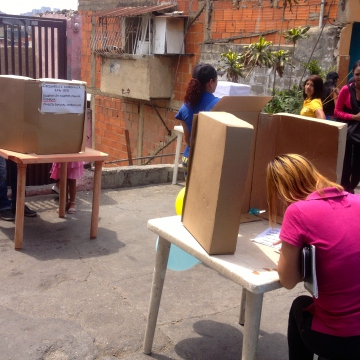 Anyone over the age of 15 and registered in the community census was eligible to vote (Rachael Boothroyd Rojas - Venezuelanalysis)