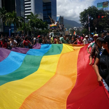 Thousands marched as part of dozens collectives from east Caracas toward the central square in Plaza Venezuela. (Jeanette Charles/Venezuela Analysis)
