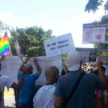 """No more families without rights"" reads the sign part of the Matrimonio Igualitario contingent (Jeanette Charles/Venezuela Analysis)"