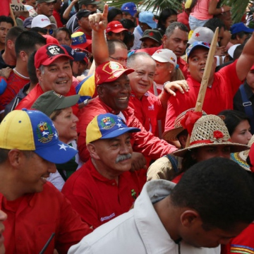 Vice-President Aristobulo Isturiz and socialist party legislator Diosdado Cabello march with supporters. (AVN)