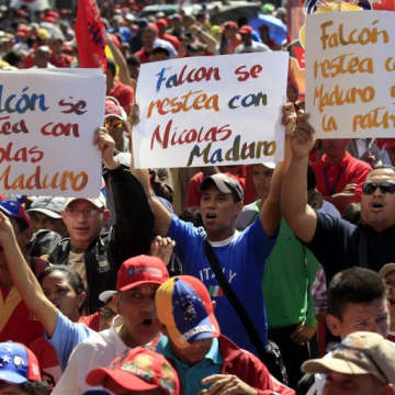 """""""Falcon [state] steadfast with Maduro"""". (Fausto Torrealba/AVN)"""
