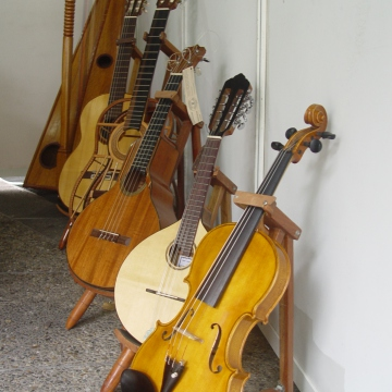 Venezuelan music implements a wide array of instruments including chordophones (Venezuelanalysis/Paola Martucci Gómez)