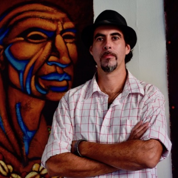 The artist, Kalaka (Rachael Boothroyd Rojas/Venezuelanalysis.com) .