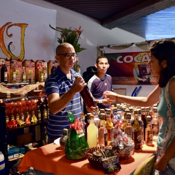 A stall selling homemade traditional Venezuelan alcoholic drinks such as ponche crema (a traditional rum and cream drink from the Andes), cocuy (a pre-Columbian drink distilled from the Agave plant traditional to Lara and Falcon states), raspberry wine, and chuchuguaza (famed for its aphrodisiac and healing properties), amongst others. (Rachael Boothroyd Rojas - Venezuelanalysis.com)