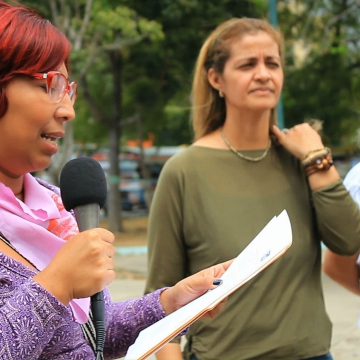 Virginia Martínez from the movement Women for Life in Lara reads out a list of demands from feminist groups in Lara, including an end to the violent treatment of women by health professionals. (Katrina Kozarek/Venezuelanalysis)
