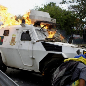 Protesters torch a National Guard armoured personnel carrier (APC). (AVN)