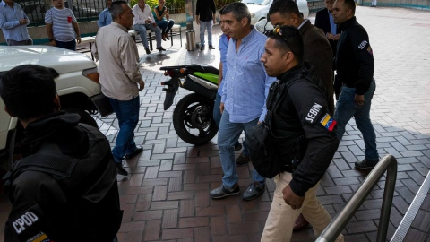 Functionaries of the Venezuelan intelligence service detain ex-Minister Rodriguez Torres