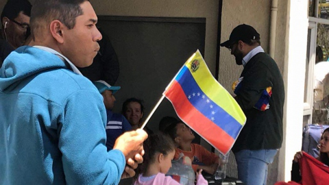 "Venezuelans return from Ecuador as part of the national government's ""Return to the Homeland Plan."""