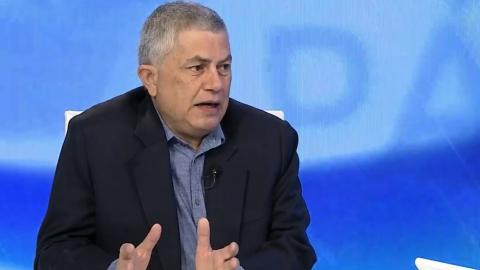 Reinaldo Quijada interviewed on private news channel Globovisión