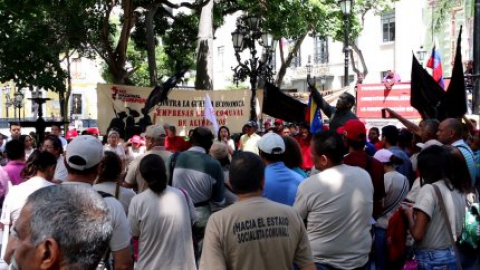 Commune activists demonstrate in Plaza Bolivar