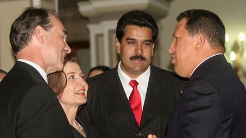 US Ambassador to Venezuela Patrick Duddy with President Chavez and Foreign Minister Nicolas Maduro (ABN)