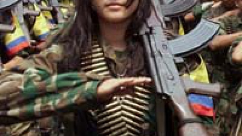 Female FARC soldier in Colombia (Aporrea)