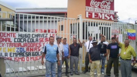 Ex-Coca Cola workers block the entrance to a bottling plant in Mérida (James Suggett)