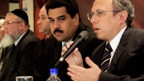 Israeli Association of Venezuela president Elisa Farache speaks during press conference following a meeting with Foreign Minister Nicolas Maduro (center). (JC)