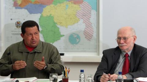 President Hugo Chavez (left) and Planning and Development Minister Jorge Giordani. (ABN)