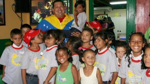 President Chavez visiting Villas de San Jose Bolivar Commune (MINCI)