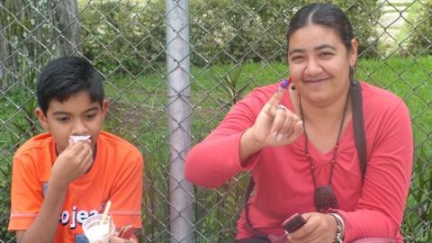 Voter Lizette Esparza shows her purple pinky finger (Tamara Pearson)