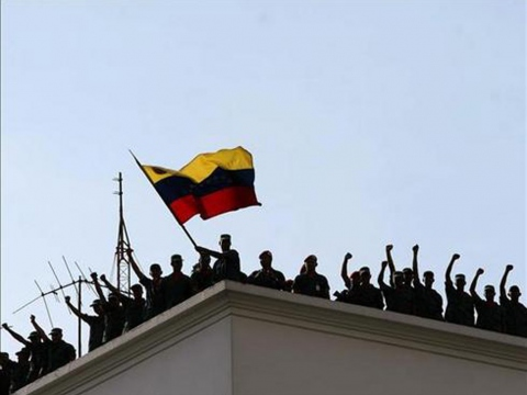 Patriotic soldiers on the roof of Miraflores Palace show their solidarity with civilians resisting the coup d'etat on April 13, 2002