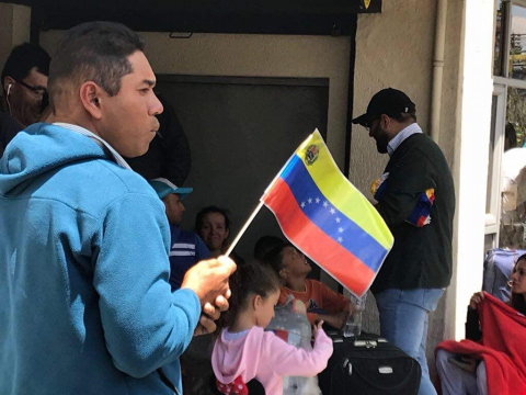 """Venezuelans return from Ecuador as part of the national government's """"Return to the Homeland Plan."""""""
