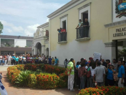Trade unionists and workers make their demands known to the local legislative council in Nueva Esparta State