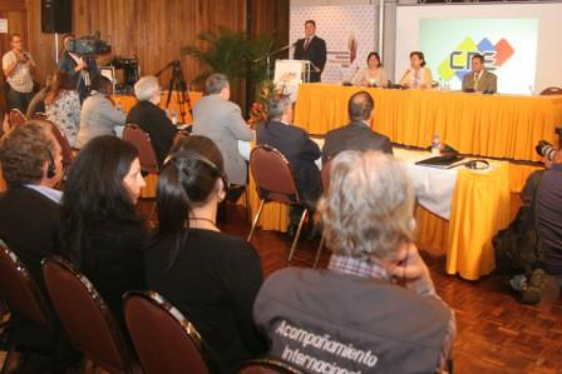 International elections observers holding their post-referendum press conference. (CNE)