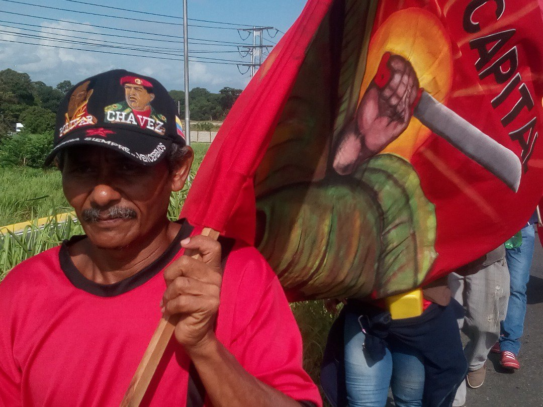 Banners with the demands of the campesino movement were combined with symbols of affinity for the Bolivarian Revolution.