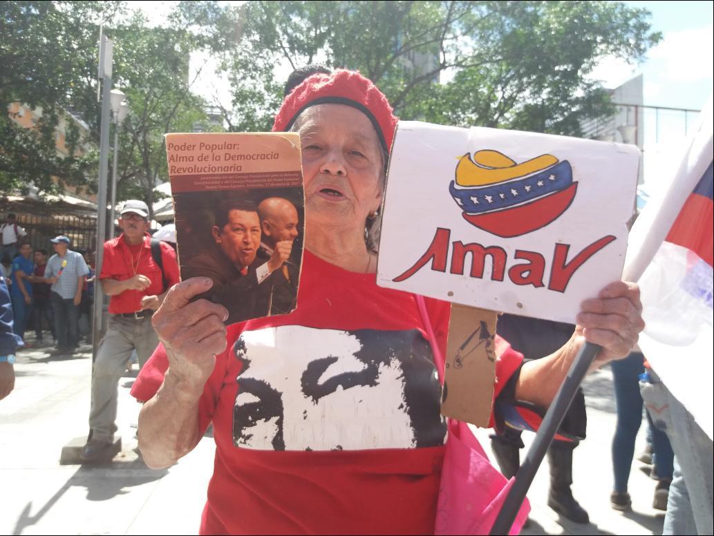 A Chavista supporter holds up a political pamphlet (Ricardo Vaz)
