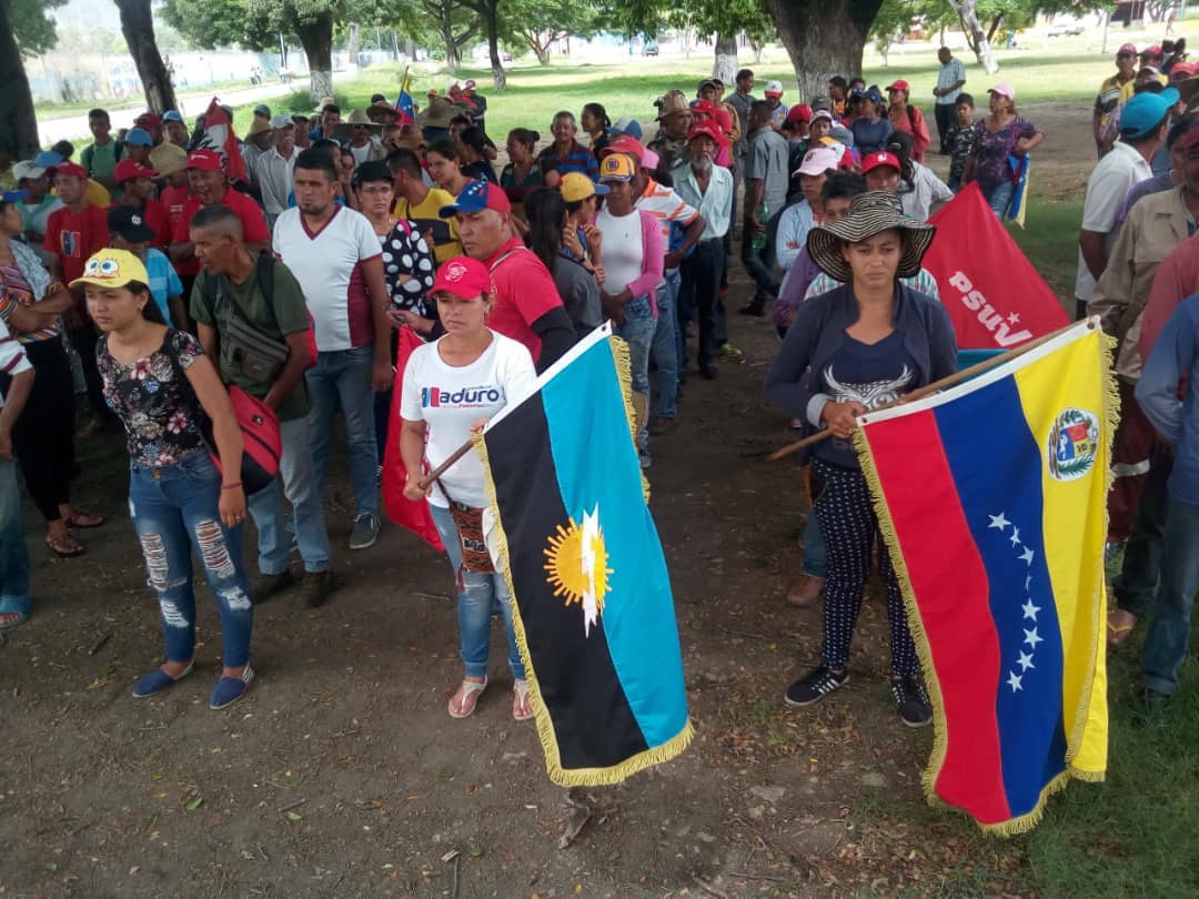 On day 16, the Admirable Campesino March was joined by Campesinos from Sur del Lago in Zulia state, where campesinos have been frequent victims of violent evictions and asasinations in recent years.