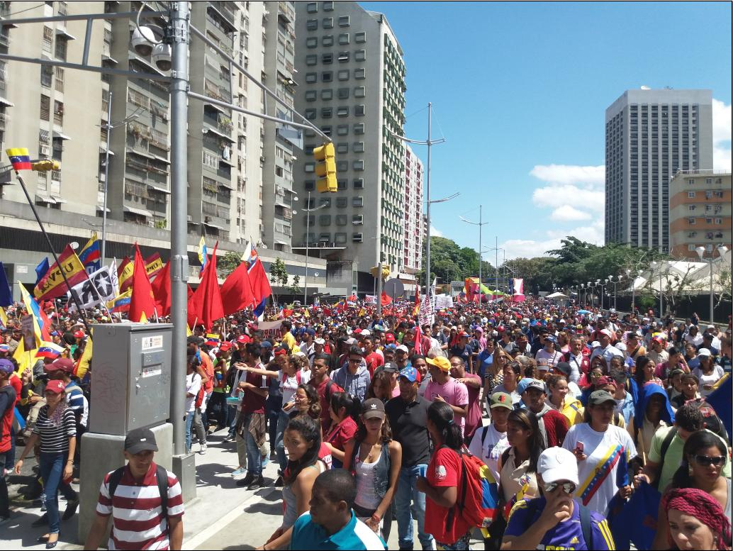 The march started moving under the radiant sun of Caracas (Ricardo Vaz)